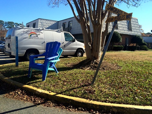 Unintentional Curbside Chair Porn (November 30 2014)