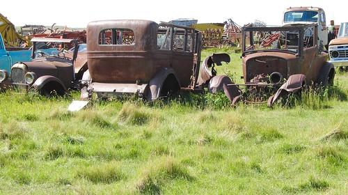 canada cars junk rust decay ruin rusty
