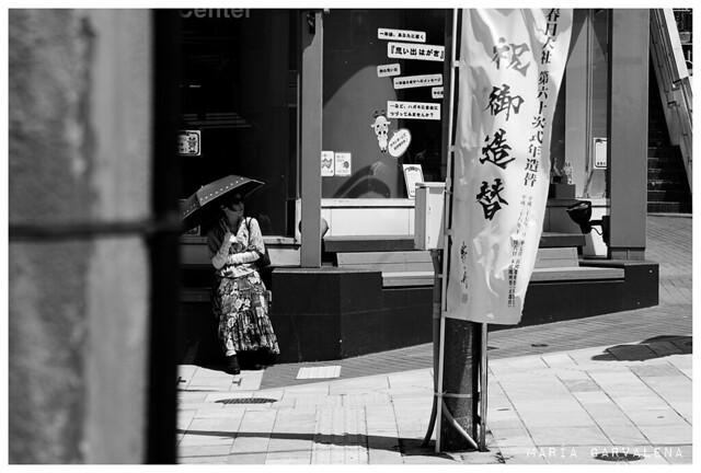 Nara - Mujer con sombrilla