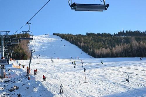 Lyžujte v lyžařském areálu na DOLNÍ MORAVĚ ve všední dny s 21% slevou