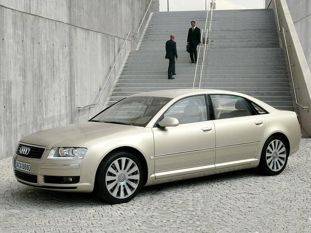 Престижный седан Audi A8 второго поколения. 2002 год