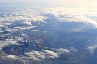 雪を抱いた山