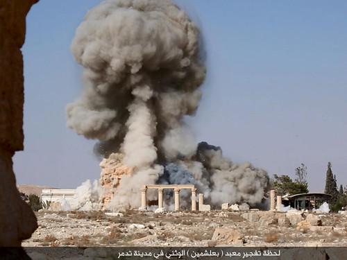 Терористи ІД зруйнували один з головних пам'ятників Пальміри і заявили про відмову від іноземної валюти