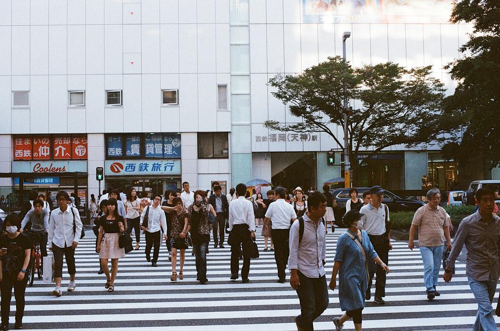 天神 福岡 Fukuoka 2015/09/04 天神車站前的馬路 ...  Nikon FM2 / 50mm Kodak UltraMax ISO400 Photo by Toomore