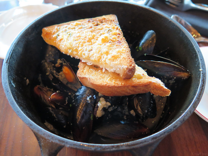 1 pound steamed PEI mussels