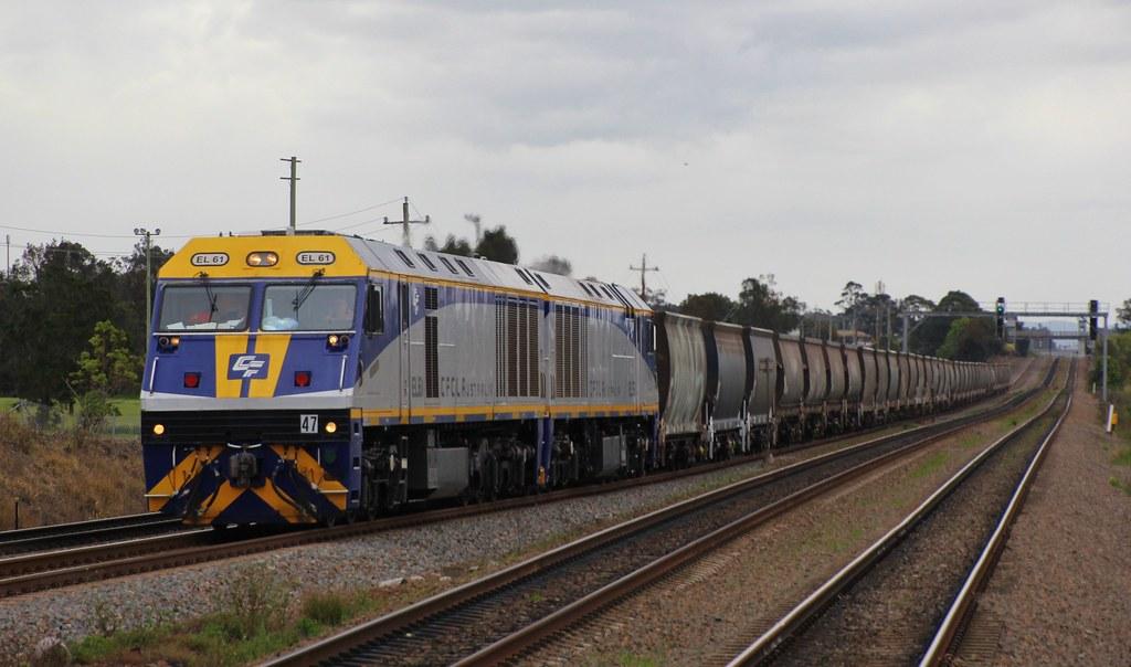 EL61 and EL55 power AS951 Pelton coal train rake into Tarro by bukk05