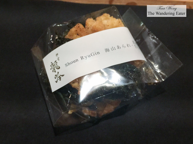 Take home gift of fried seaweed chips and thin garlic bread slices