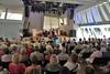 Auf der Bühne im Pavillon die Kindertanzgruppe der Banater Schwaben Karlsruhe unter der Leitung von Helga Ebner und Angela Schmidt