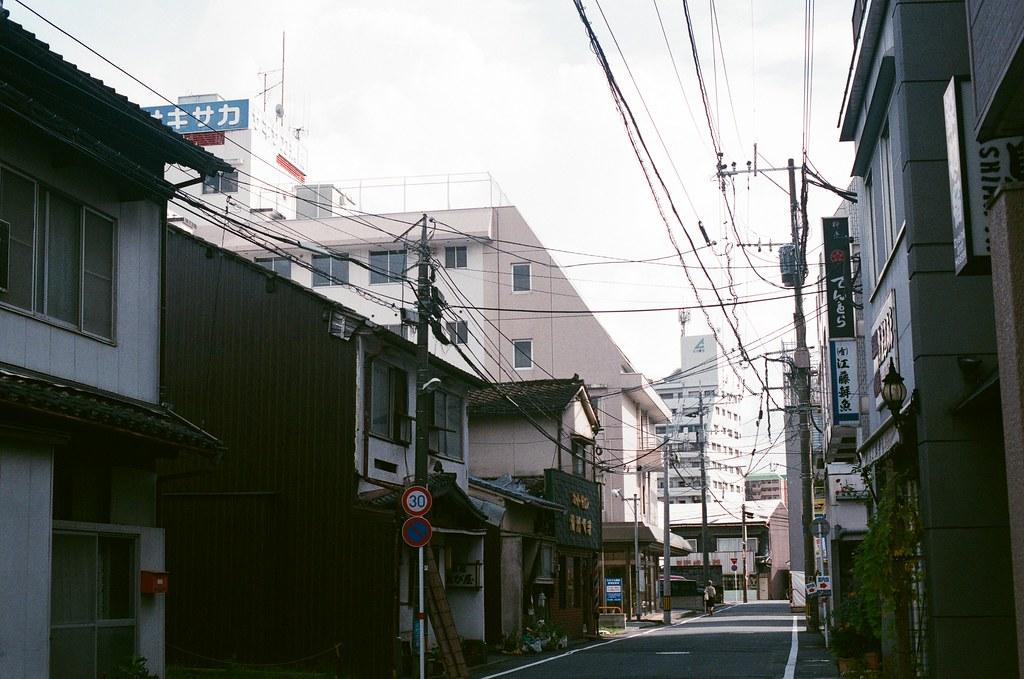 中島屋 熊本 Kumamoto 2015/09/06 住的地方的巷口。  Nikon FM2 / 50mm AGFA VISTAPlus ISO400 Photo by Toomore