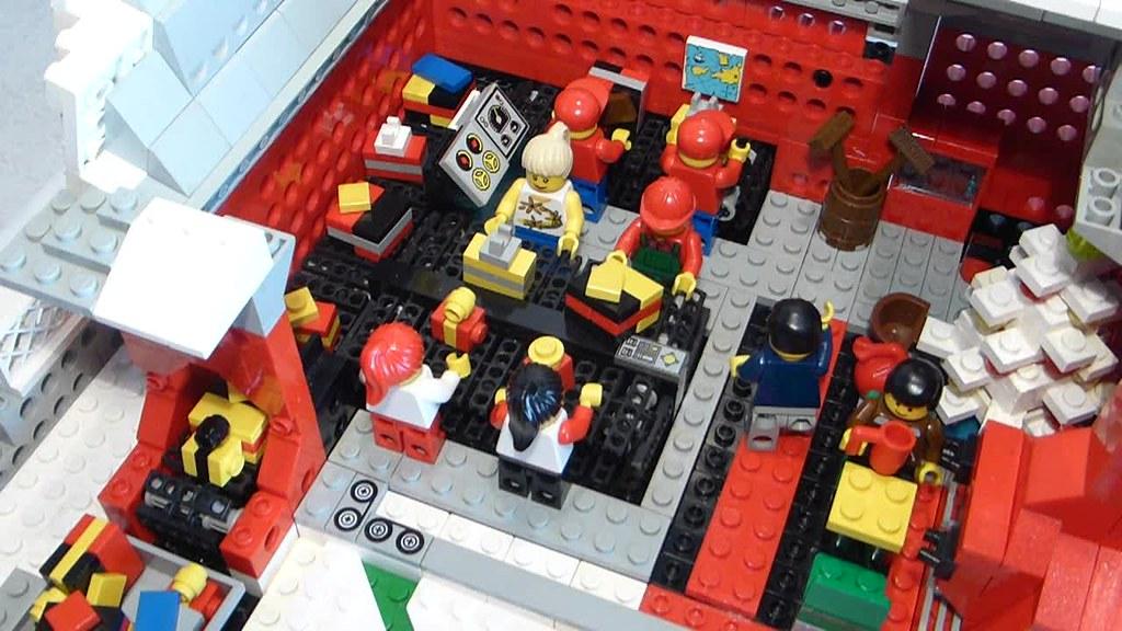 """[BuildtheBrick #2]: """"Santa's Workshop"""" 23640225535_cda6d19d6f_b"""