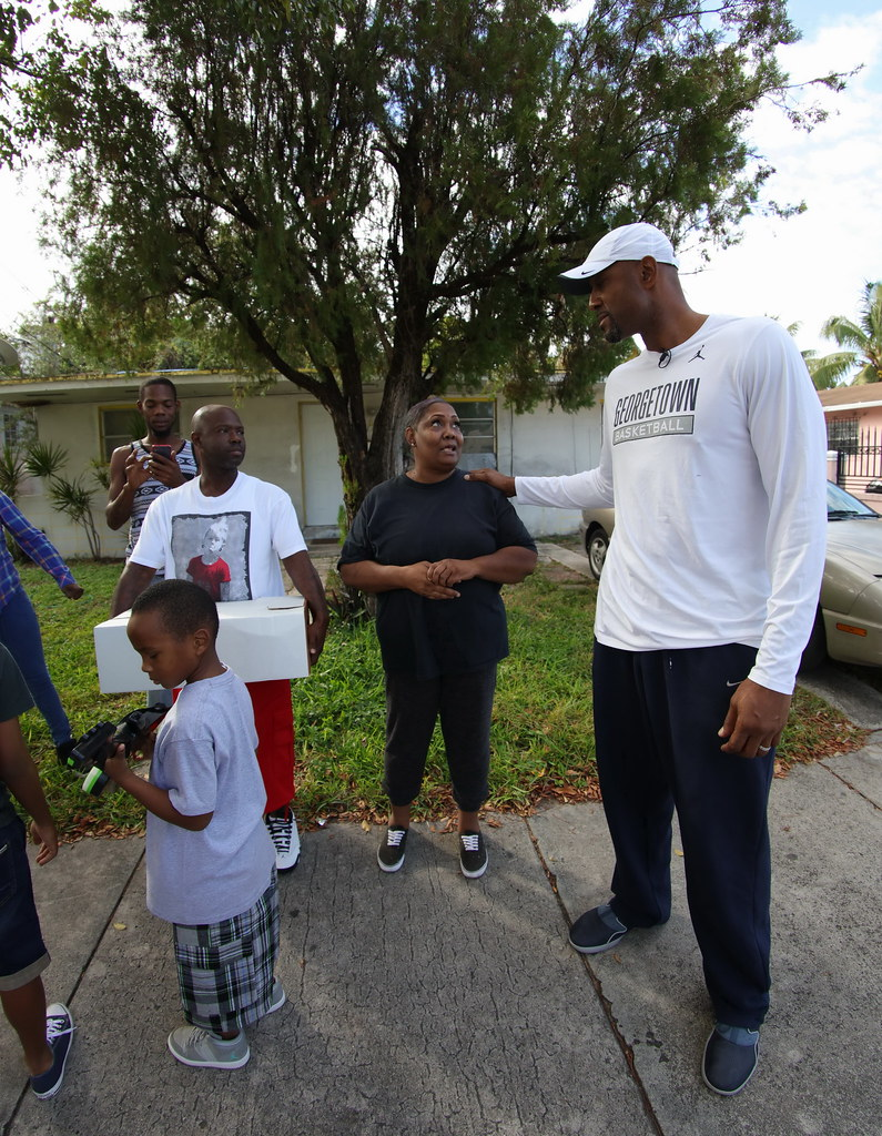 Overtown Youth Center Thanksgiving with Alonzo and Tracy Mourning 2016  028