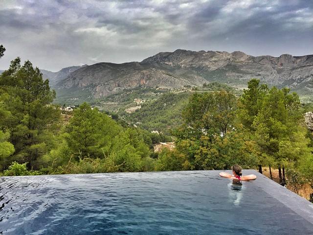 Piscina infinity del Vivood Landscape Hotel (Valle de Guadalest, Alicante)