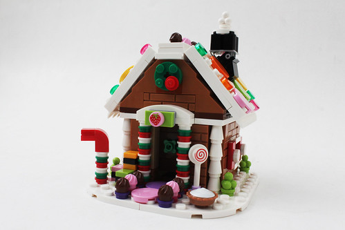 LEGO 2015 Seasonal Exclusive Gingerbread House (40139)