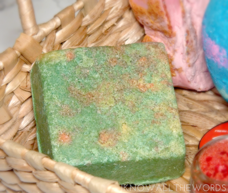 Lush holiday 2015 Salt and Peppermint Bark Scrub (1)
