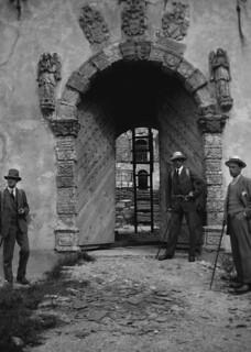 Austråttborgens hovedinngang etter brannen i 1916 (ca. 1917)