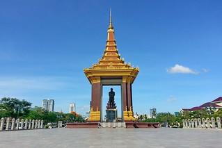 Statue of King Norodom Sihanouk görüntü. cambodia phnompenh memorialpark statueofkingfathernorodomsihanouk sangkattonlebassac