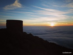 The sun rises on the Pilat, at the top of Mont Monnet / Le soleil se lève sur le Pilat et sa mer de nuages, en haut du Mont Monnet #sun #sunrise #sunshine #red #sky #skylovers #skyporn #instasky #clouds #cloudporn #beautiful #digitalnomads #pilat #pilatmo