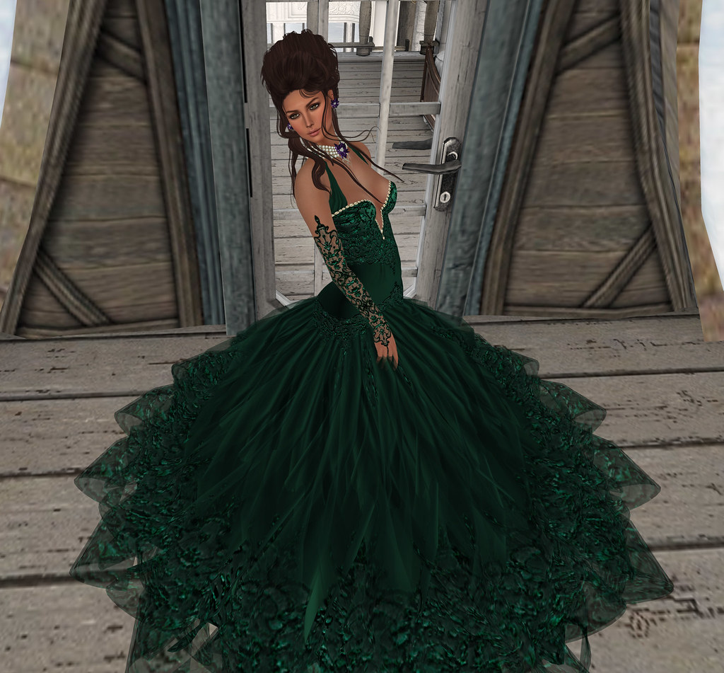 Glenda gown, Evergreen, Carries Lingerie