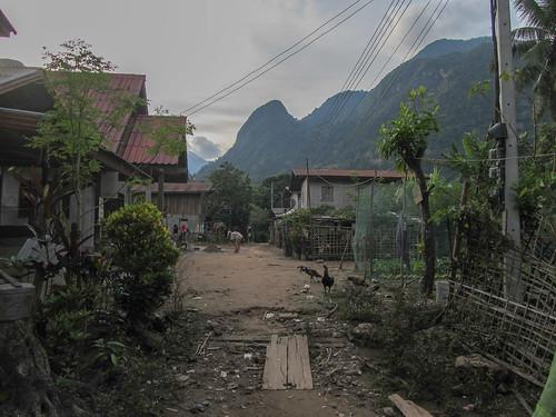 Muang Ngoi: le chemin menant à notre guesthouse
