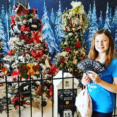 Which tree should we raffle???? #farmgirl #farmstyle #habitatforhumanity @temeculacreekinn what a GORGEOUS tree!! @promenade_temecula @habitatinlandvalley @habitativrestore