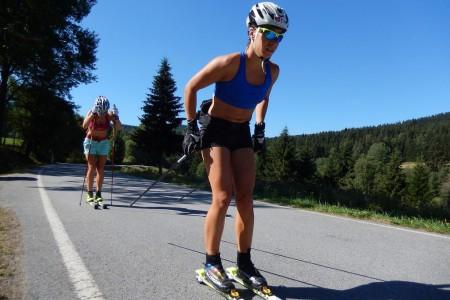 Běžkyně Andrea Klementová a Petra Hynčicová se potily na šumavském soustředění