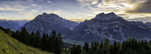 wood sunset panorama mountain mountains alps tree berg clouds landscape schweiz nikon sonnenuntergang outdoor wiese wolken berge alpen aussicht viewpoint landschaft wald bäume baum ch glarus mollis glärnisch ennenda wiggis netstal klöntalersee klöntal fronalp tödi bergspitze rautispitz vrenelisgärtli d800e