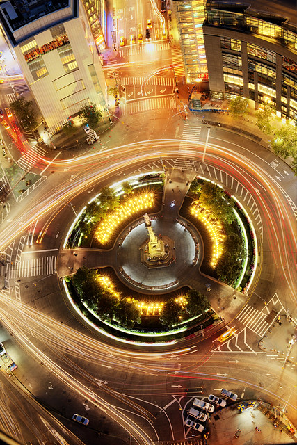 Circular traffic flow