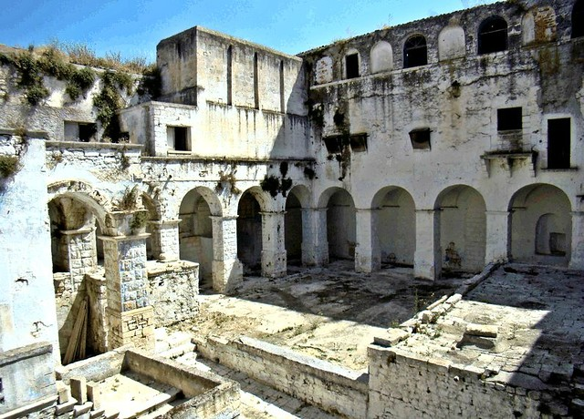 Casamassima- monastero di SAnta Chiara- Lavori in corso-L'ingresso del Monastero (2)