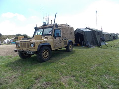 DAMYNS HALL MILITARY AND CAR SHOW ESSEX ENGLAND  BRITISH ARMY LAND ROVER 34 KK 16 IN DESERT CAMOUFLAGE 06-08-2016 DSCN1416