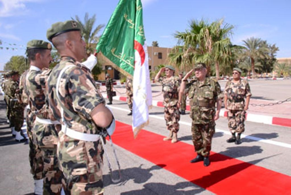 الجزائر : صلاحيات نائب وزير الدفاع الوطني - صفحة 4 30145572734_df5f594de5_o