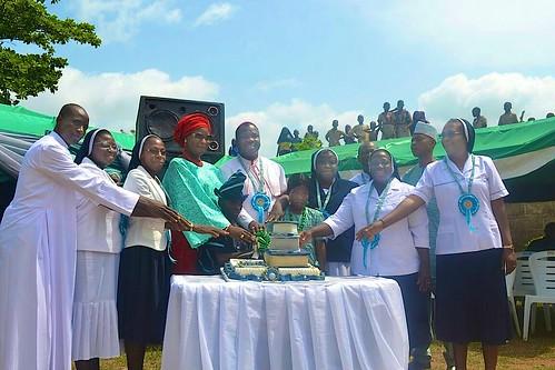 Cutting the anniversary cake at the 25th anniversary of St Josephs school