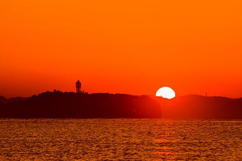 candletower kanagawa magichour islands sunrise sal70300g ilce7m2 japan enoshima ocean chigaski sea