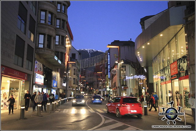 """""""La calle"""" de Andorra La Vella, Andorra."""