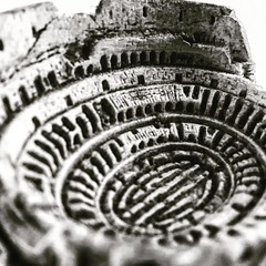 Colosseum again #lightbox #gladiator #romancolosseum #macrophotography #pocketlens