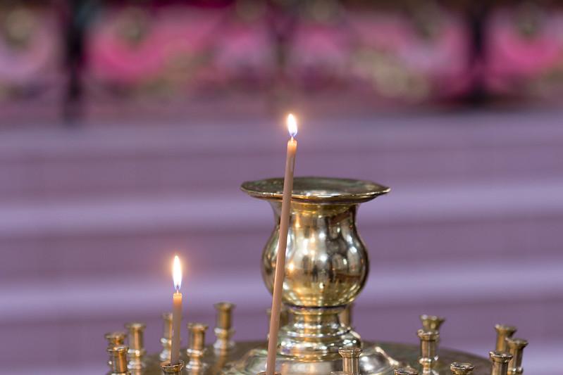 Świeczki w cerkwi św. Michała i Konstantyna w Wilnie