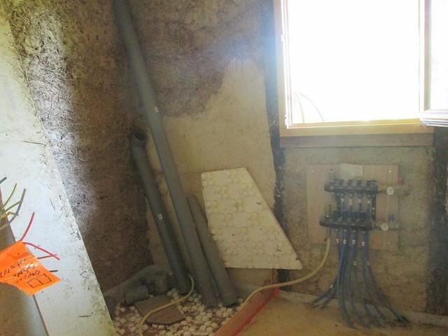plomberie installée dans salle d'eau