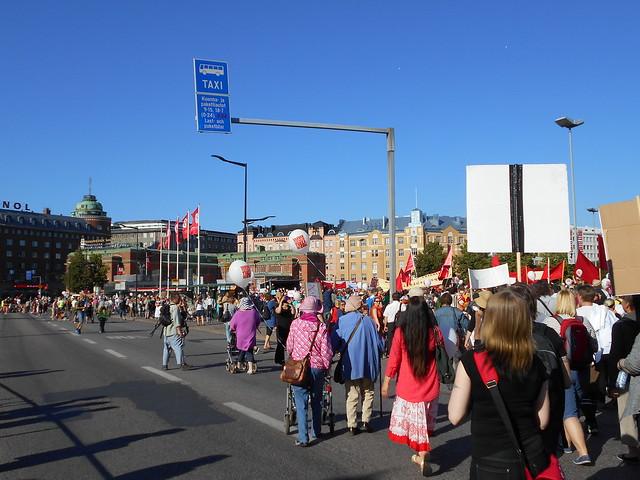 Mielenosoitus Helsingissä hallituksen leikkauspolitiikkaa vastaan 22.8.2015 - 16