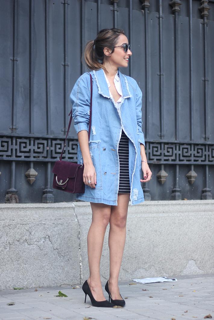 Denim Coat Stripes Skirt White Blouse Burgundy Uterqüe Bag Outfit04