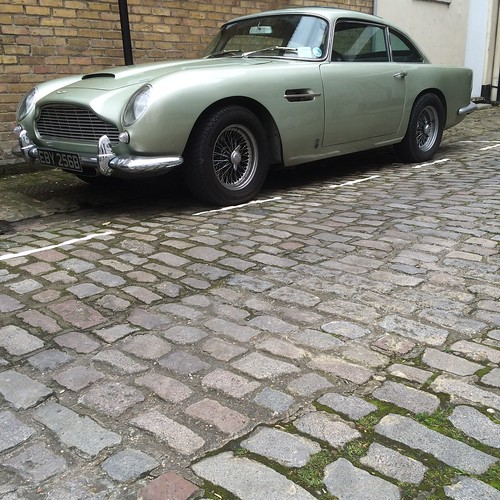 Aston Martin DB5 Superleggera