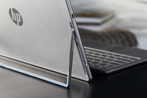 HP Spectre x2_on table_lifestyle