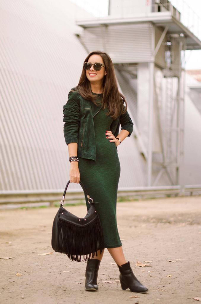 Cómo combinar un vestido verde de punto