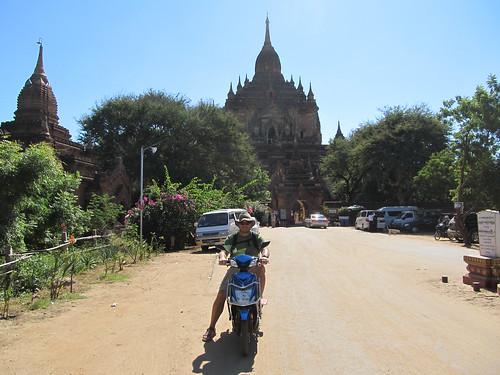 Old Bagan: alentours du temple Htilominlo