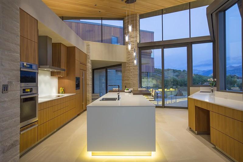 Современная подсветка кухни светодиодной лентой