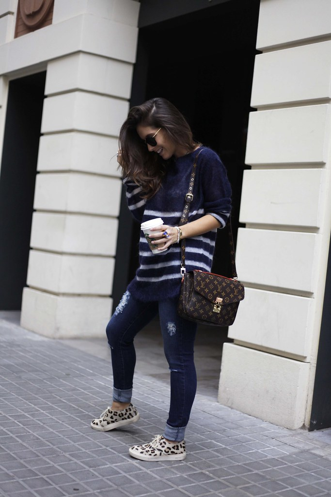 019_CASUAL_OUTFIT_LEOPARD_AND_STRIPES_BLOGGER_BARCELONA_THEGUESTGIRL