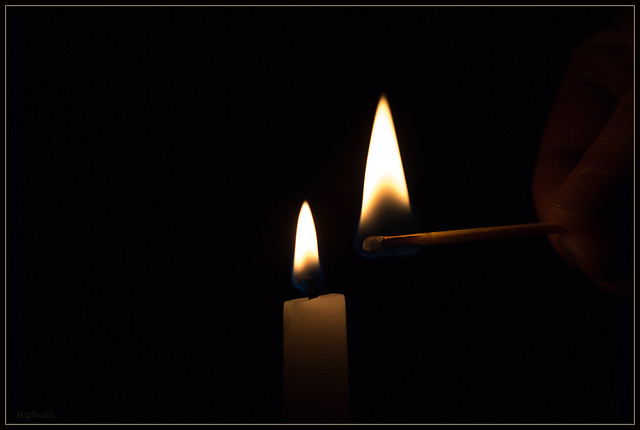 lighting a candle, Canon EOS 70D, Canon EF 100mm f/2.8 Macro USM