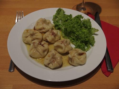 Vegetarisch gefüllte Chinkali (erster Teller)