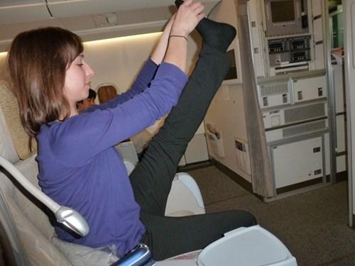 Tập yoga trên máy bay