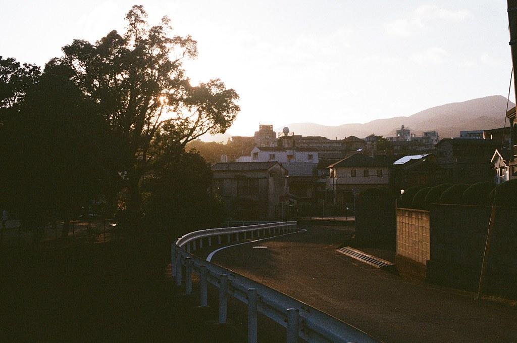 浦上天主堂下 長崎 Nagasaki 2015/09/07 那時候黃昏了。  Nikon FM2 / 50mm Kodak UltraMax ISO400 Photo by Toomore