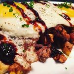 Timberstone Farm Short Rib & Root Veg Hash | Roasted Turnip | Fried Potato | Sunny Side Eggs | House Made Charred Tomato Jam @rogueisland #sundayfunday #bottomlessmimosas #bottomless