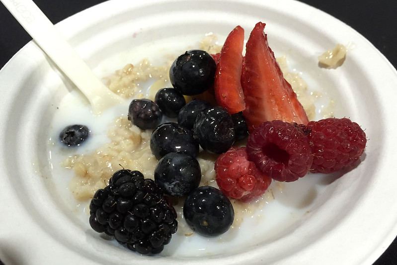Porridge and berries